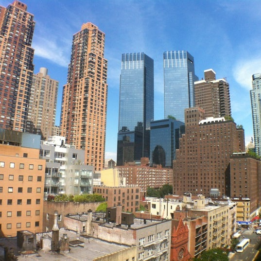 Foto diambil di The Watson Hotel oleh Federico M. pada 6/14/2012