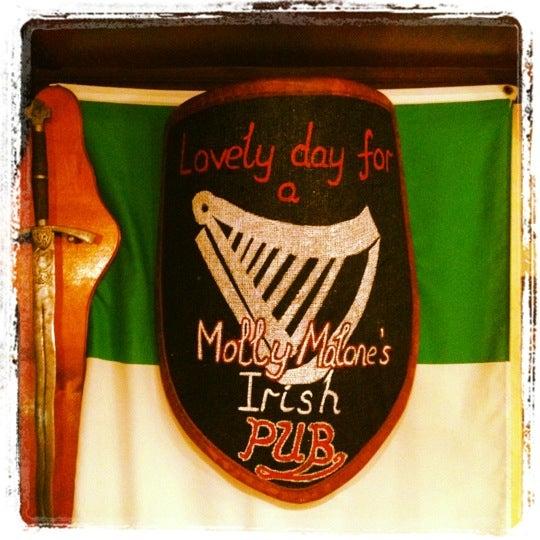 Снимок сделан в Molly Malone's Pub пользователем Alexey K. 6/19/2012
