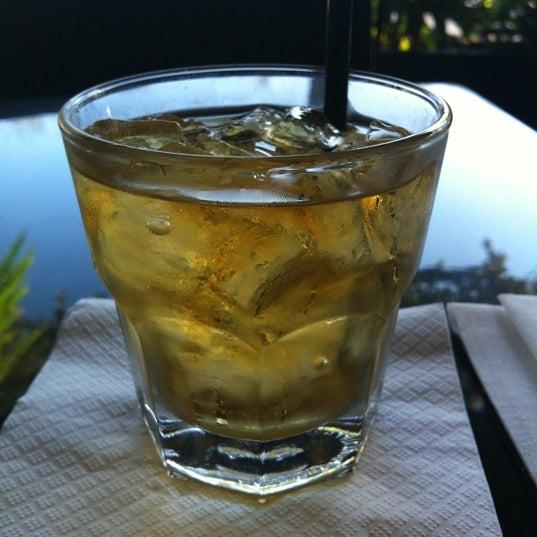 Foto tomada en Red Koi Thai & Sushi Lounge por Jasiel M. el 2/14/2012