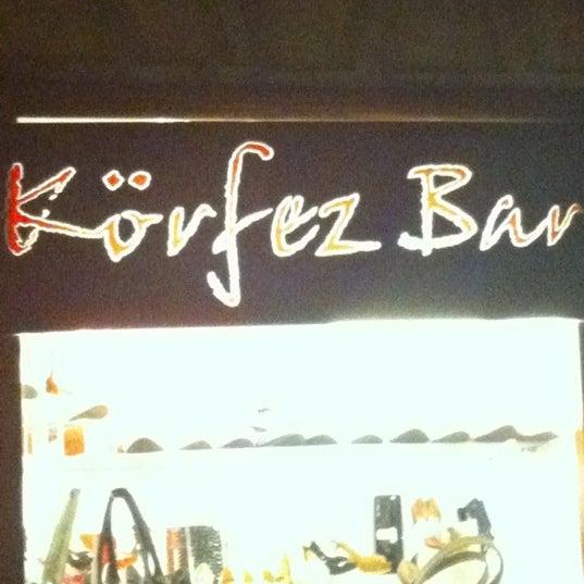รูปภาพถ่ายที่ Körfez Bar โดย Nilay B. เมื่อ 6/16/2012
