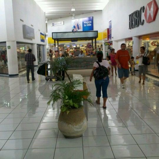 Foto tomada en Plaza Dorada por Andres G. el 6/27/2012