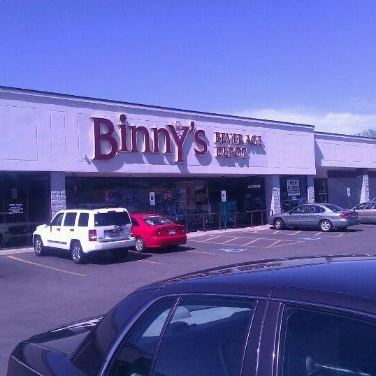 รูปภาพถ่ายที่ Binny's Beverage Depot โดย Armando A. เมื่อ 6/5/2012