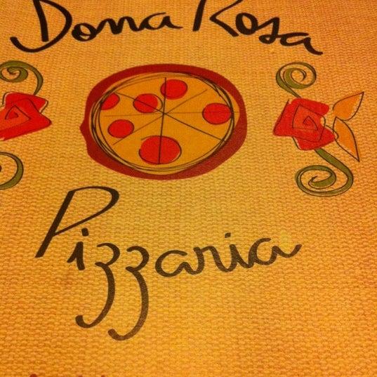 Foto tirada no(a) Dona Rosa Pizzaria por Celinha N. em 3/16/2012