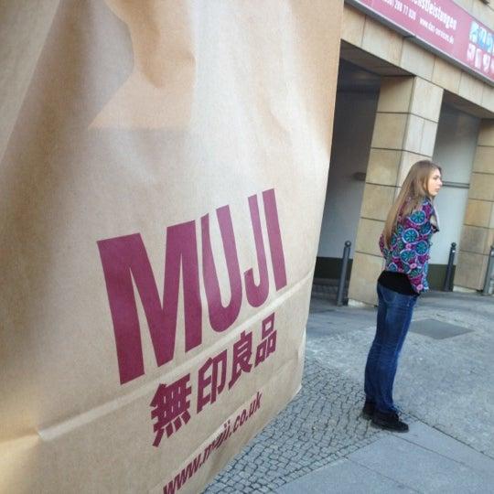 Das Foto wurde bei MUJI von Nik L. am 4/5/2012 aufgenommen