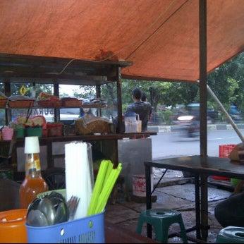 Photo taken at Pondok Bakmi Surabaya by Livonia N. on 3/19/2012