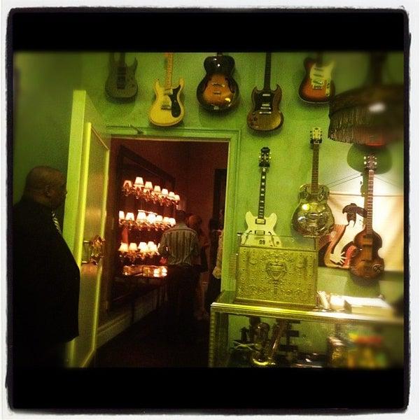 9/5/2012 tarihinde Wendy B.ziyaretçi tarafından Beauty & Essex'de çekilen fotoğraf