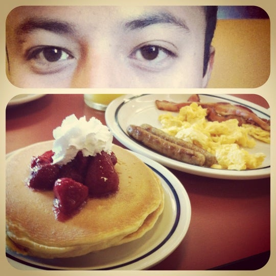 Photo taken at IHOP by Victor S. on 6/9/2012