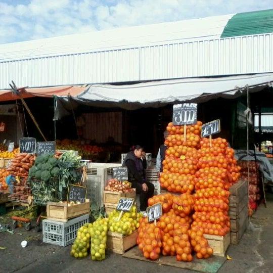 Foto tomada en Vega Central por Constanza D. el 5/20/2012