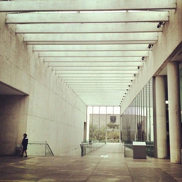 Foto tomada en MUAC (Museo Universitario de Arte Contemporáneo). por Marioh T. el 5/17/2012