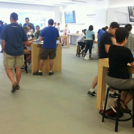 Photo taken at Apple La Cantera by Gregorio C. on 8/3/2012