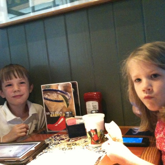 Photo taken at Chili's Grill & Bar by Penny H. on 5/17/2012