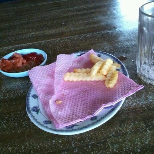 Photo taken at Restoran Pinang Sebatang by el t. on 6/8/2012