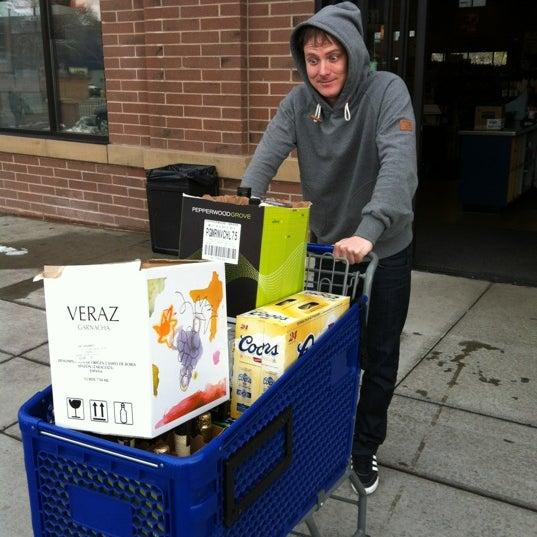 Foto tirada no(a) Argonaut Wine & Liquor por Dave M. em 2/23/2012