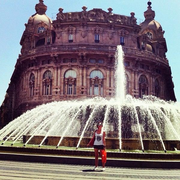 Foto scattata a Piazza de Ferrari da Mari il 8/18/2012
