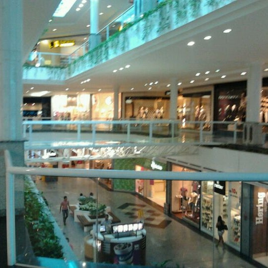Foto tirada no(a) Flamboyant Shopping Center por Cassio M. em 4/24/2012