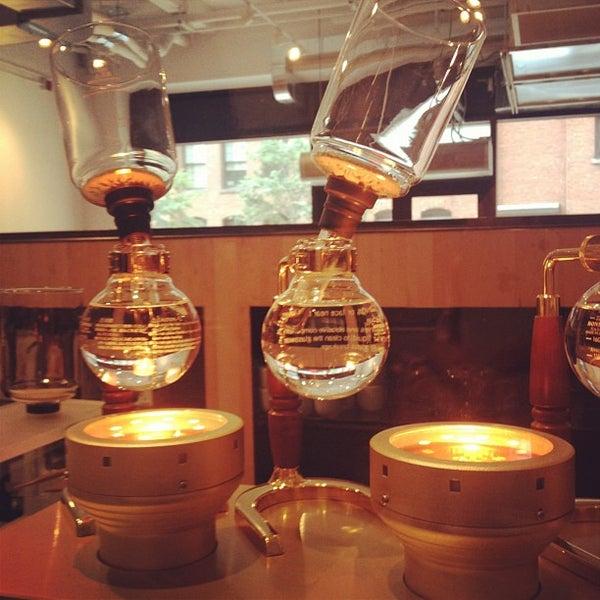 Снимок сделан в Blue Bottle Coffee пользователем Greg G. 8/25/2012