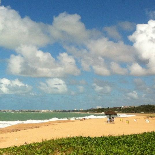 Foto tirada no(a) Praia de Guaxuma por Aninha M. em 6/25/2012