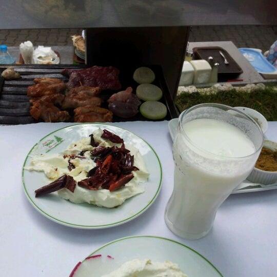 5/20/2012 tarihinde Sertaçziyaretçi tarafından Çamaltı Restaurant'de çekilen fotoğraf