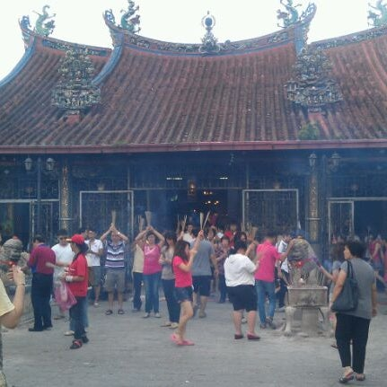 Photo taken at Kuan Yin Temple (觀音亭 Goddess of Mercy) by Poh B. on 3/11/2012