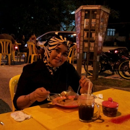 Photo taken at Nasi Lemak Zan by Putri Ira F. on 5/29/2012