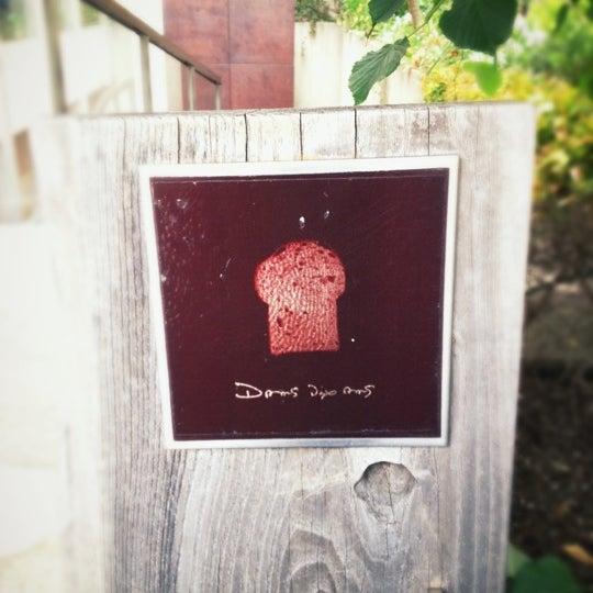 Das Foto wurde bei Dans Dix ans von naoranger am 5/17/2012 aufgenommen