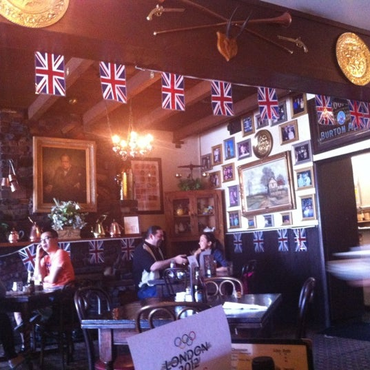 Photo taken at Ye Olde King's Head by Anna D. on 8/4/2012