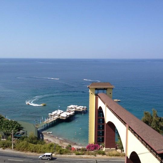 8/9/2012 tarihinde Allaziyaretçi tarafından Utopia World Hotel'de çekilen fotoğraf