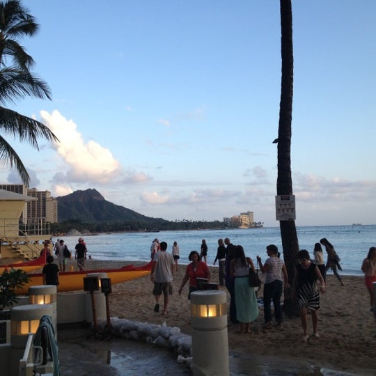 Photo taken at Duke's Waikiki by Kosin H. on 4/10/2012