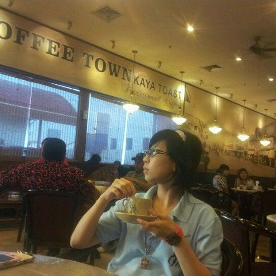 Photo taken at Coffee Town Kaya Toast by Aaklik M. on 7/19/2012