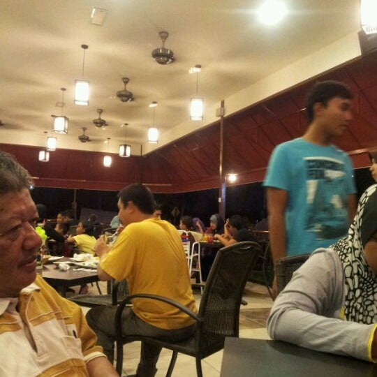 Photo taken at De Pauh Garden Restaurant & Cafe by S!t! Π0oR A!sHaH M. on 2/10/2012