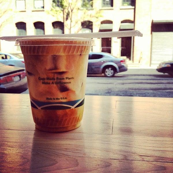 Снимок сделан в Blue Bottle Coffee пользователем Matt D. 4/19/2012