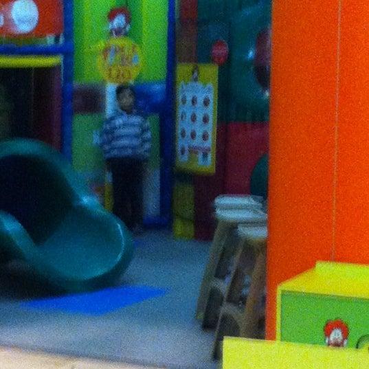 Photo taken at McDonald's by Rodrigo M. on 6/18/2012