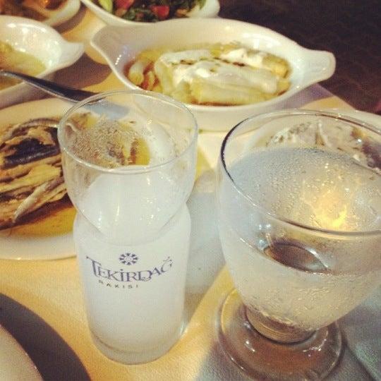 7/23/2012 tarihinde Ozan T.ziyaretçi tarafından Cunda Deniz Restaurant'de çekilen fotoğraf