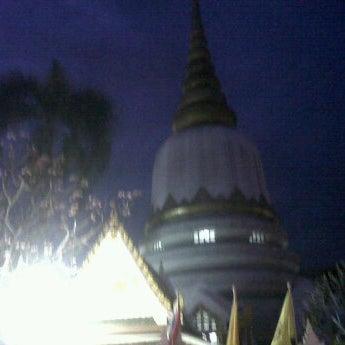 Photo taken at พระบรมสารีริกธาตุ วัดพระศรีมหาธาติ by Peerapol P. on 3/7/2012