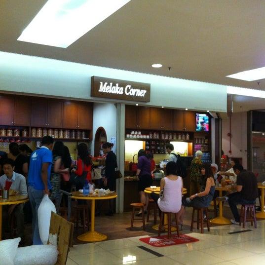 Photo taken at Melaka Corner by Peng C. on 3/23/2012