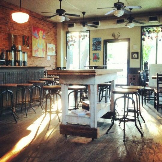 Foto tirada no(a) Big Bear Cafe por Whitney P. em 7/3/2012
