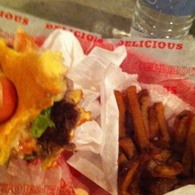 Das Foto wurde bei Good Stuff Eatery von Silvia V. am 7/24/2012 aufgenommen