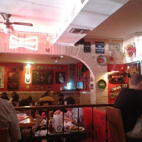 Photo taken at Mister Wings by Carolina G. on 5/6/2012
