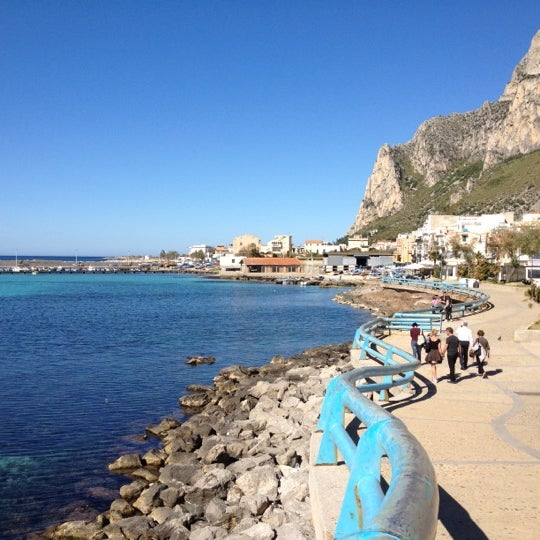 Where's Good? Holiday and vacation recommendations for Palermo, Italy. What's good to see, when's good to go and how's best to get there.