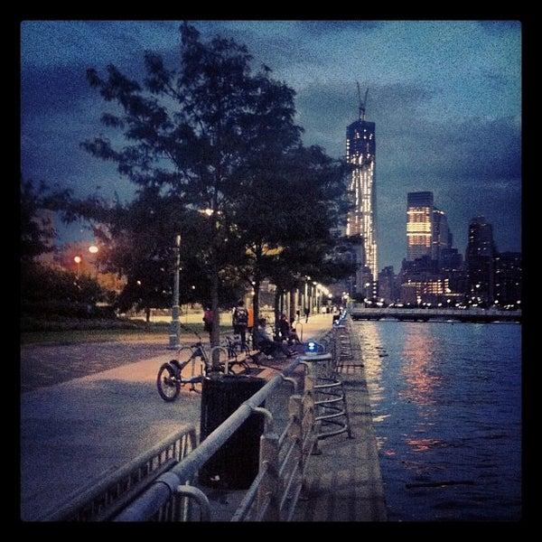 Das Foto wurde bei Hudson River Park von Brad B. am 9/2/2012 aufgenommen