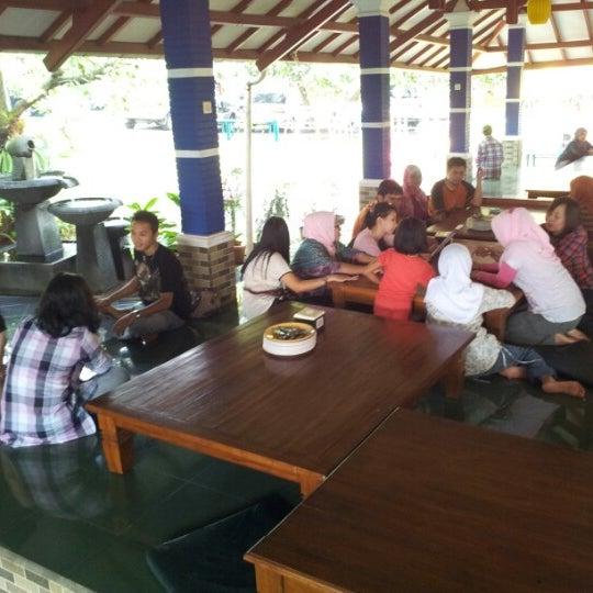 Photo taken at Ikan Bakar Bambu Haur by Vidy F. on 7/15/2012