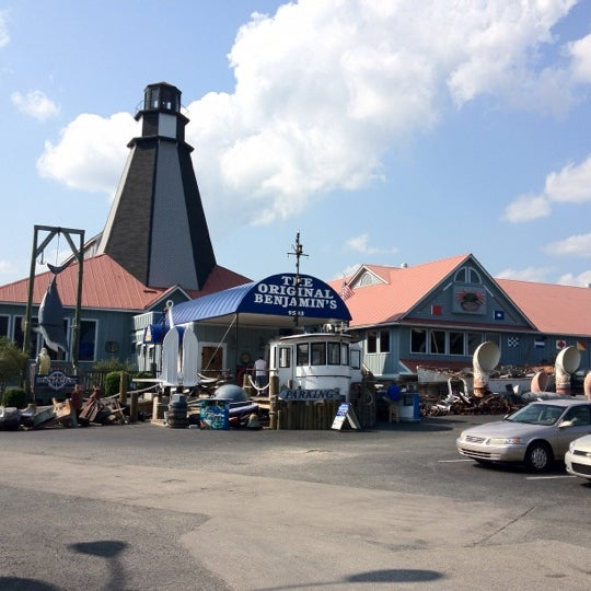 Photo taken at The Original Benjamin's Calabash Seafood by Donna on 8/16/2012