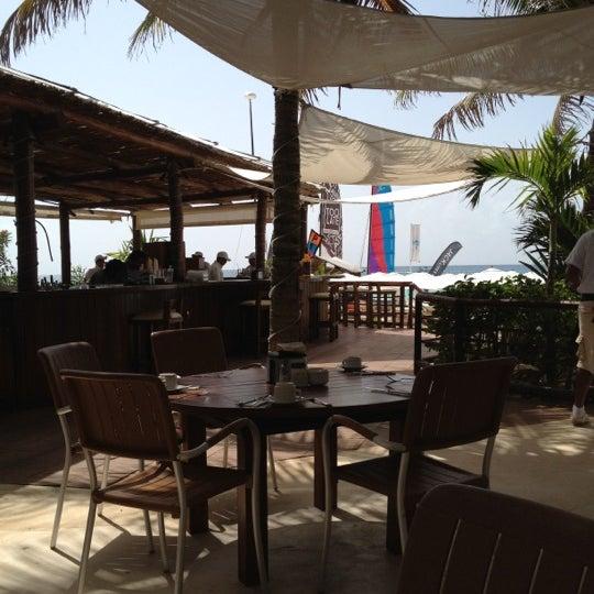 Foto tomada en Kool Beach Club por Alma R. O. el 7/5/2012