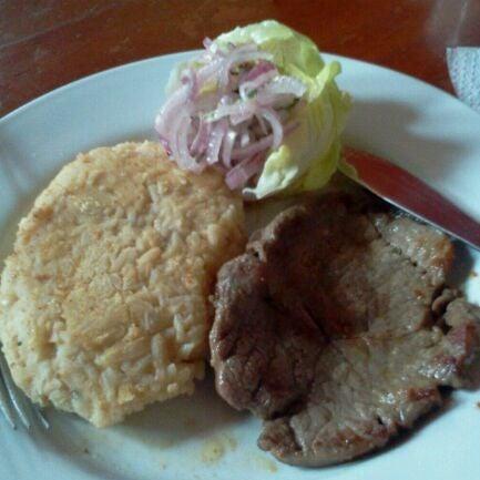 Foto tomada en Antigua Taberna Queirolo por Hugo N. el 5/29/2012