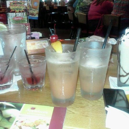 Photo taken at Applebee's Neighborhood Grill & Bar by Sofia L. on 7/8/2012