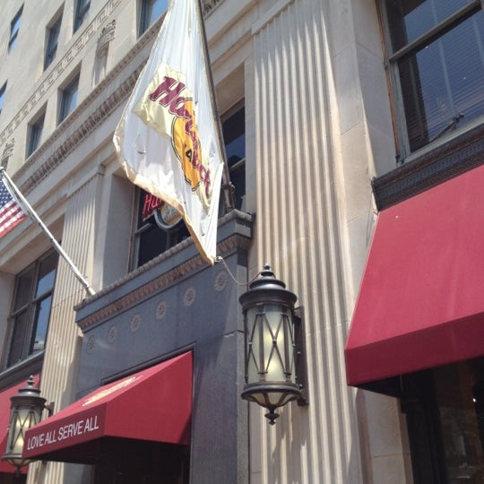 Photo taken at Hard Rock Cafe Washington DC by Chris S. on 5/27/2012
