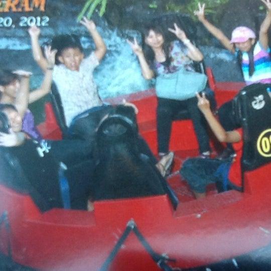 Foto scattata a Wahana Arung Jeram (River Raft Ride) da Wardha L. il 7/20/2012
