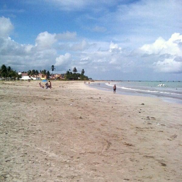 Foto tirada no(a) Praia de Paripueira por Bárbara M. em 4/15/2012