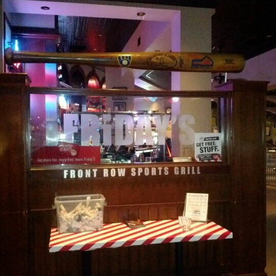 Photo taken at TGI Fridays Front Row Sports Grill by Vincent C. on 5/7/2012