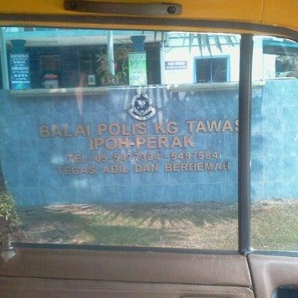 Photo taken at Balai Polis Kg Tawas by Hamdi M. on 6/14/2012